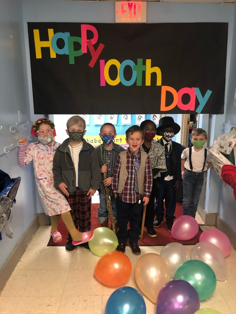 FCE kindergarten had a great time celebrating the 100th day of school!