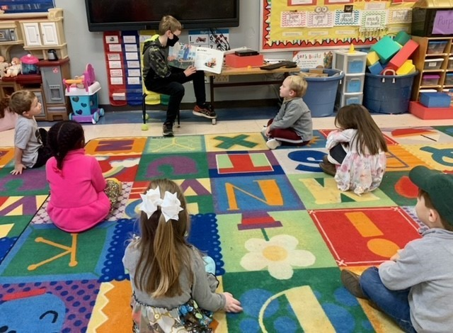 Anderson reads to Pre-K!