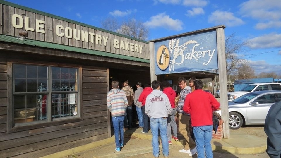 Students entering ole country bakery!